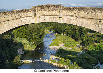 Ceret (Pyrenees, France): historic bridge - Ceret...