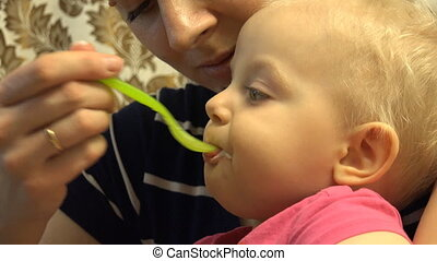 Little Baby Eat with Spoon - Little Baby Eat with Spoon...
