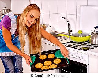 Galletas, mujer, hornada, joven, cocina