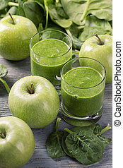 Green smoothie with spinach and apples