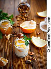 griego, yogur, con, miel, y, naranjas,