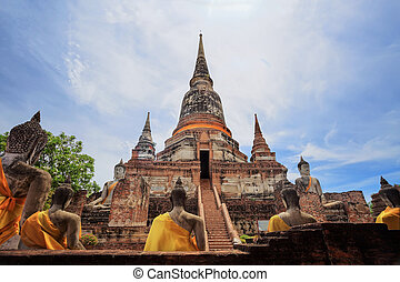Wat Yai Chai Mongkol at Ayutthaya - Old Temple Architecture...