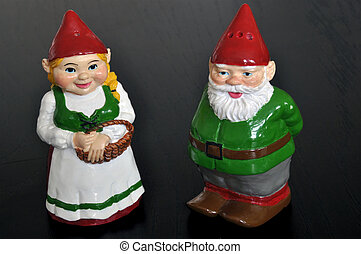 Salt and pepper shaker dwarfs - Cute set of salt and pepper...