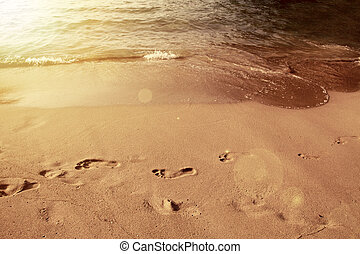 Footsteps in the sand - Beach holiday concept. Footprints on...