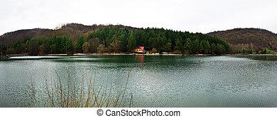 gura golumbului lake panorama - romania minis valley nera...