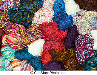 Many balls of muted natural wool - Balls of muted retro...