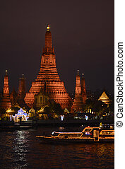 ASIA THAILAND BANGKOK - the Wat Arun at the Mae Nam Chao...