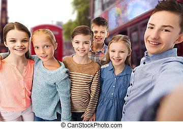 feliz, niños, Hablar, selfie, encima, londres,...