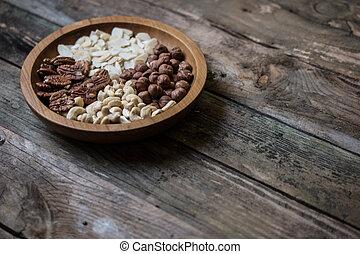 mix of 4 different nuts wallnuts , cashnuts , cashews ,...