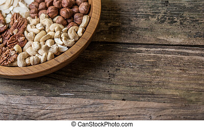 mix of 4 different nuts wallnuts , cashnuts , cashews ,...