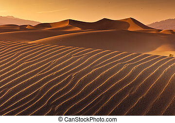 Desert Death Valley - Mesquite Flat Dunes at Death Vakkey...