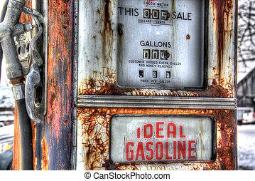 Vintage gas pump 1955 - Vintage gas pump with 72 cents per...