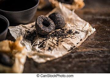 Pu erh tea leaves - Unpacked dry pressed pu erh tea leaves...