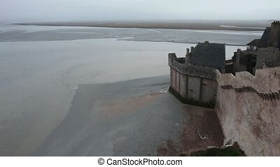 Tidal Wave and Mont Saint-Michel. - Observation of tidal...