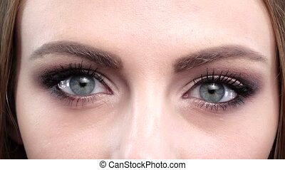 Beautifull blue eyes, blink, bright makeup. Close up -...