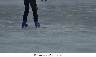 Hesitating Beginner Ice Skater - Child is loosing stability...