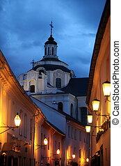 LIT2393.jpg - Die Heiliggeistkirche in einer Gasse in der...