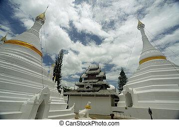 ASIA THAILAND MAE HONG SON - the Wat Phra That Doi Kong Mu...