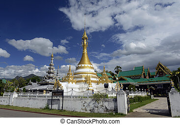 ASIA THAILAND MAE HONG SON - the Temple of Wat Jong Kham and...