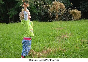 rigolote, litlle, girl, jouer, herbe