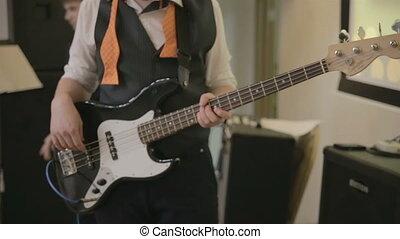 bass guitarist play on bass