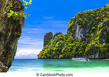 islands hopping in Thailand, Krabi province - View of...