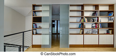 Ligh hall with bookcases - Hall with light walls and a light...