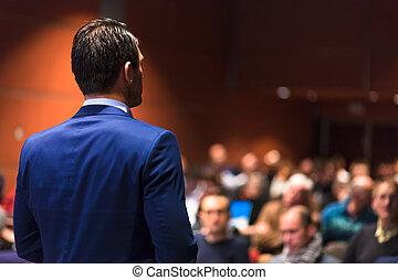 público, orador, Dar, charla, en, empresa / negocio,...