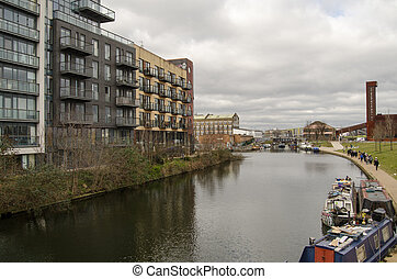 Lee Navigation, Hackney Wick - Walkers enjoying the views on...