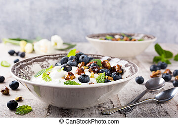 Quark with blueberries, pistachios and mint - Healthy...