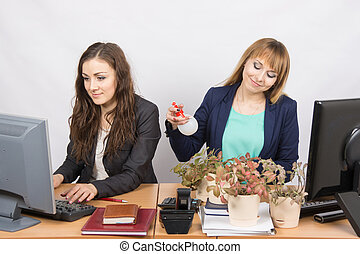 Two office employee, one of which Florist amateur - Two...