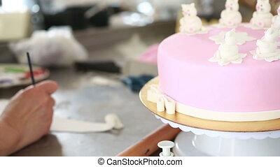 Chef decorate the cake decoration of the mastic