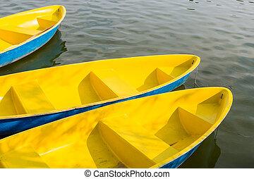 yellow boat correlate