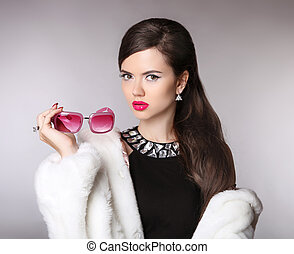 Elegant woman with fashion sunglasses, luxury jewelry, makeup, hairstyle