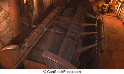 Reverses the winch ore - Underground mine iron ore and coal