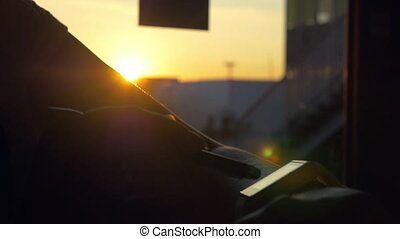 Using smartwatch in sundown light