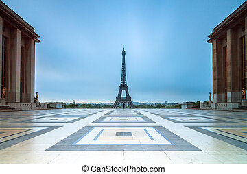 Blue hour Trocadero - Beautiful view of the Eiffel tower...