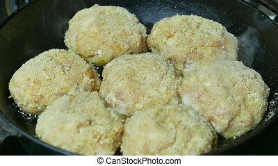 the cook cutlets in a frying pan