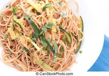 abobrinha, macarronada, e, inteiro, trigo, noodles,