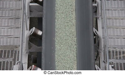 The conveyor belt with slag - The processing and...