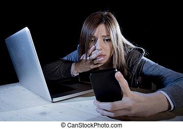 preocupado, Adolescente, Utilizar, móvil,...