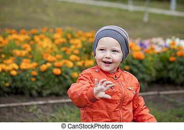 Father with two year old son in summer park - Young Father...