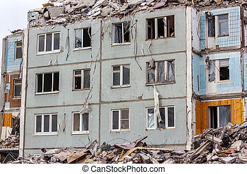 Demolition House. - Demolition of buildings in urban...