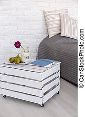 Second life of a wood box - Light bedroom with white brick...