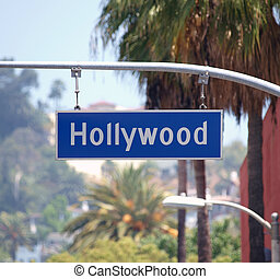 Hollywood Bl Sign - Hollywood Bl sign with palm trees in Los...
