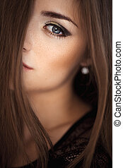 Portrait of young beautiful girl Fashion photo - Close-up...