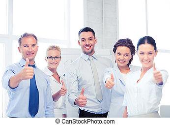 escritório, negócio, mostrando, cima, polegares, equipe