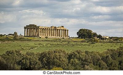 Greek temple in Selinus - The largest Greek temple in...