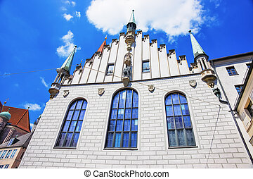 View to the Old City Hall in Marienplatz in Munich in...