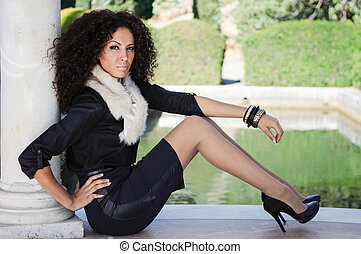 Young black woman, afro hairstyle, in urban background -...